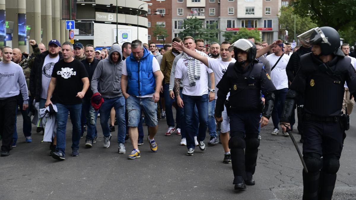 Los Ultras del legia llegando al Bernabéu. (AFP)