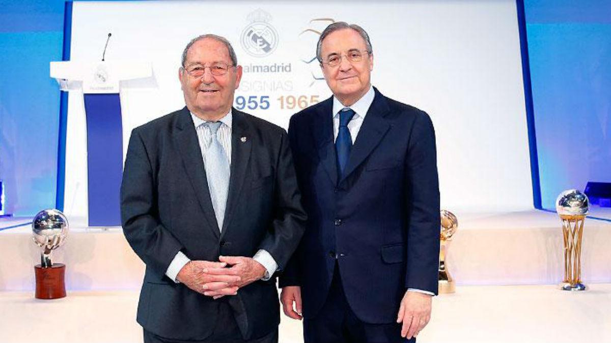 Paco Gento junto a Florentino Pérez en la entrega de insignias del Real Madrid. (Realmadrid.com)