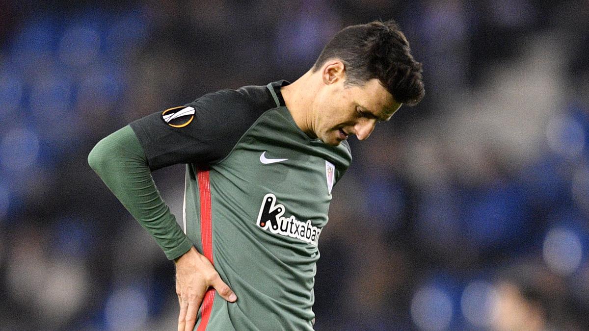Aduriz, cabizbajo durante el partido entre el Genk y el Athletic.