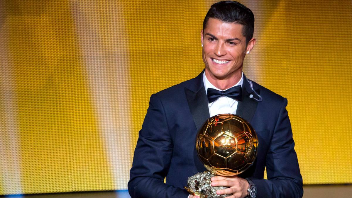 Cristiano Ronaldo, con su tercer Balón de Oro. (Getty)
