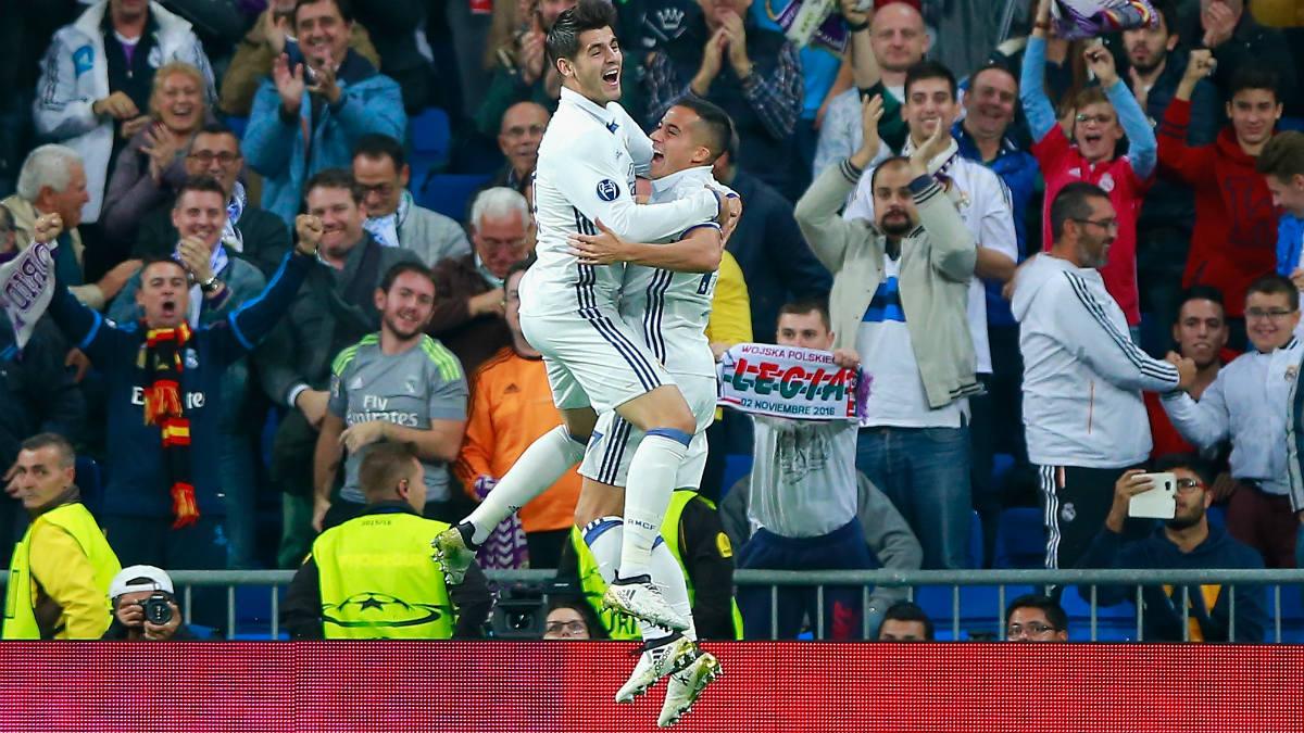 Lucas Vázquez y Morata celebran un gol con el Madrid. (Getty)