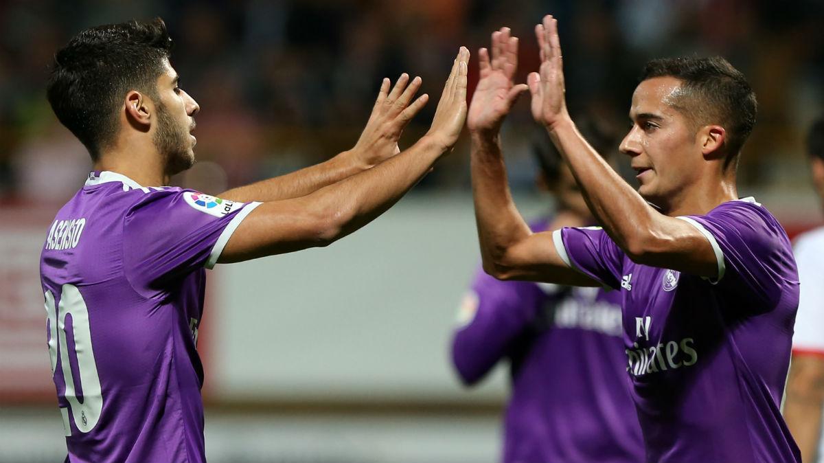 Asensio y Lucas Vázquez celebran el segundo del Madrid. (AFP)