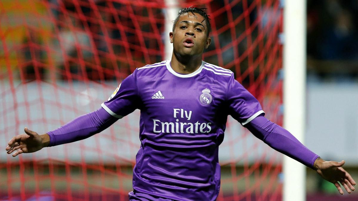 Mariano celebra su gol a la Cultural. (EFE)