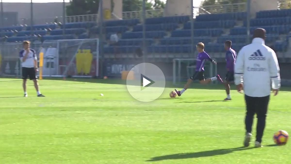 Odegaard y Mariano durante el entrenamiento. (realmadrid.com)