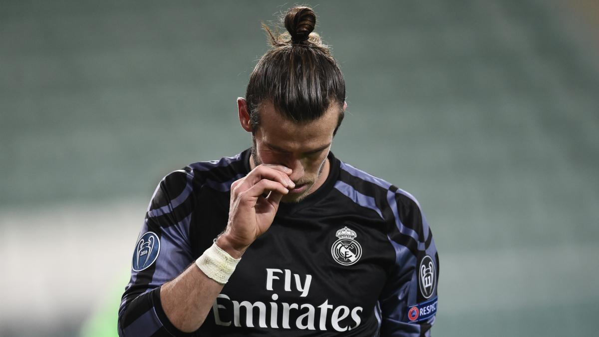 Bale se lamenta tras una ocasión. (AFP)
