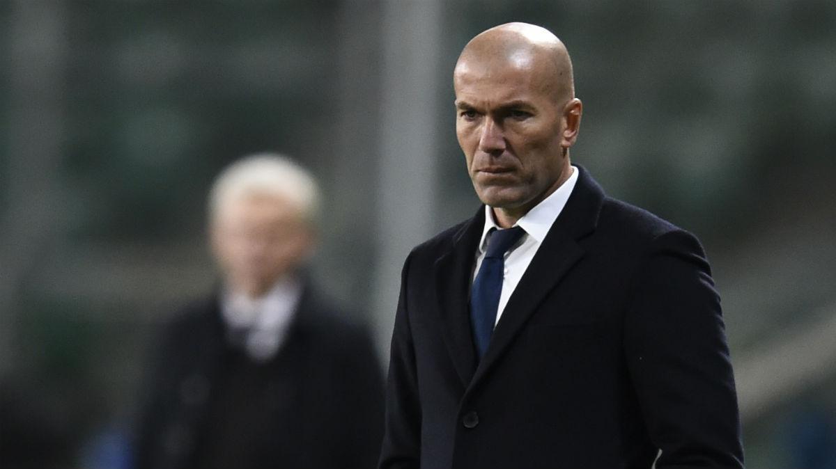 Zidane, muy serio en el partido contra el Legia. (AFP)