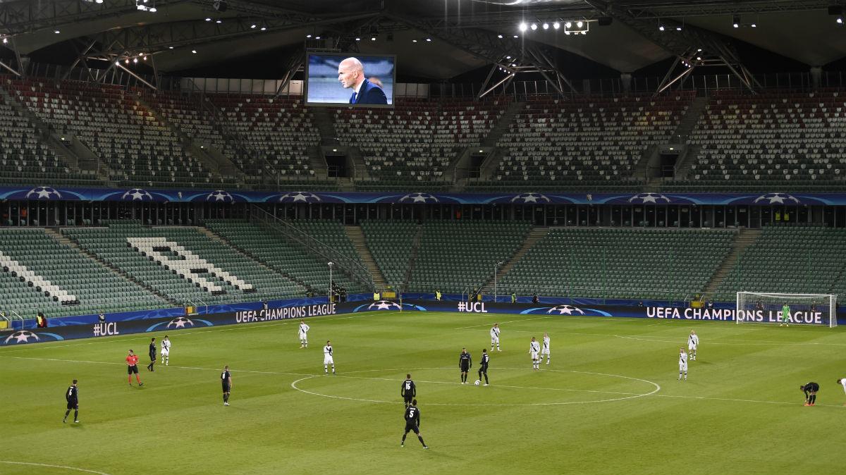 El campo del Legia de Varsovia, con apenas 300 espectadores. (AFP)