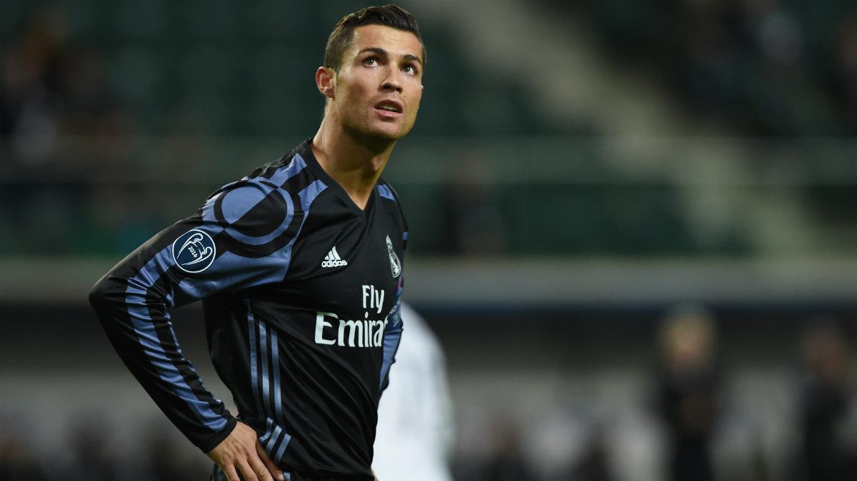 Cristiano, ante el Legia. (AFP)