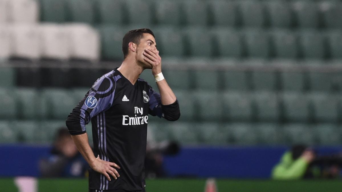 Cristiano Ronaldo se lamenta en el partido ante el Legia. (AFP)