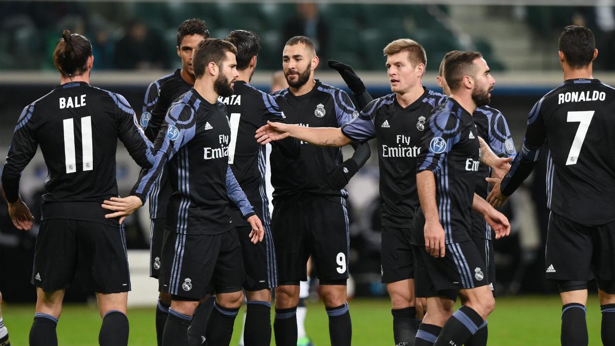 Los jugadores del Madrid celebran un gol al Legia. (AFP)