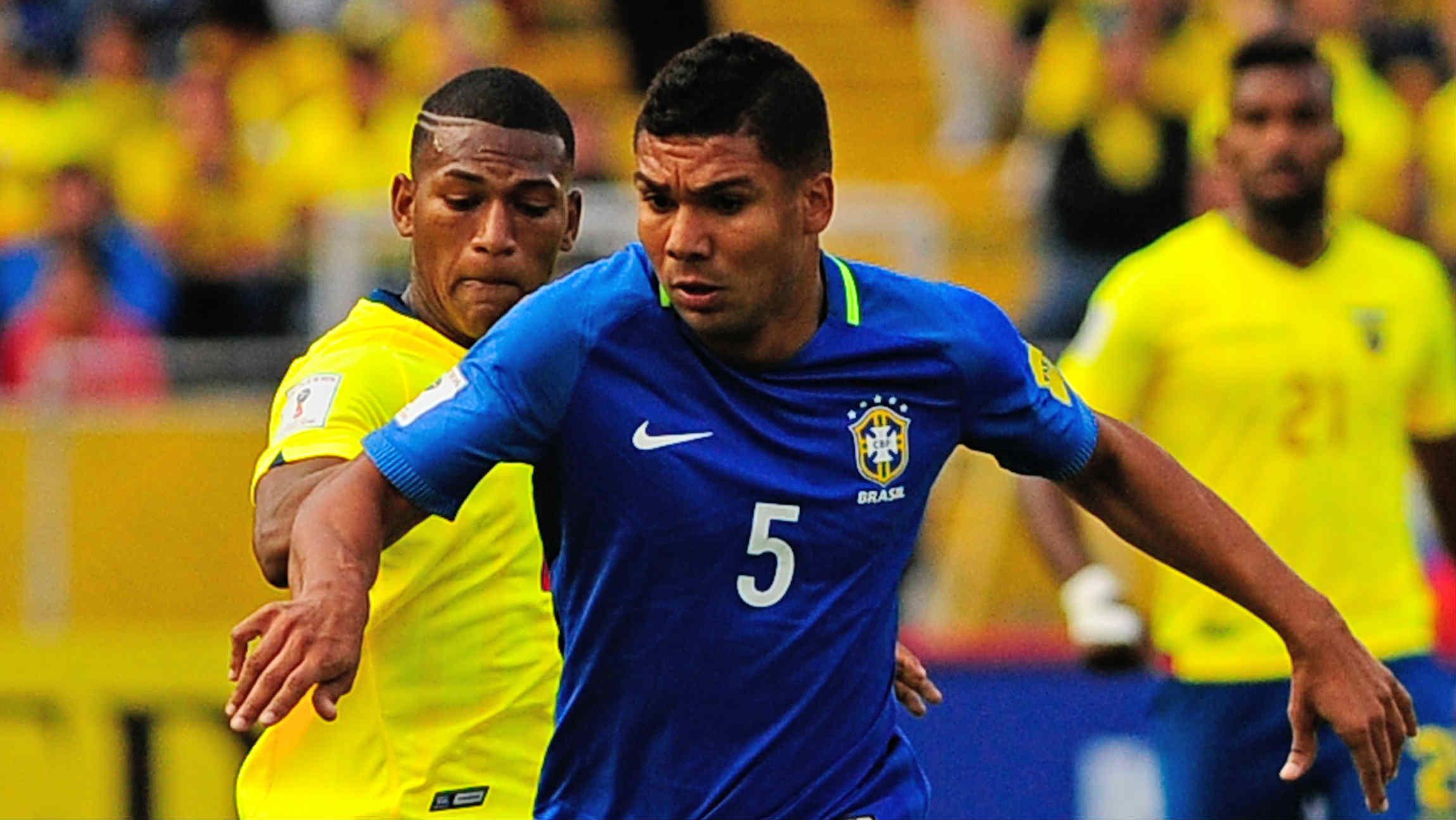 Casemiro, en un partido con Brasil. (AFP)