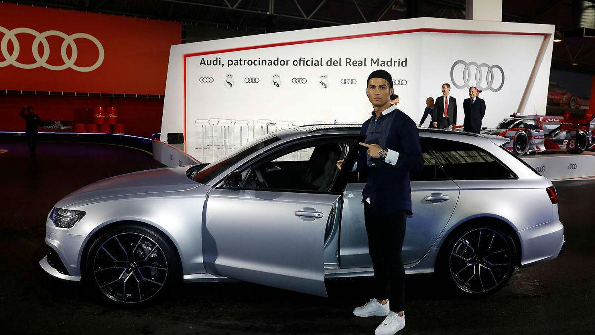 Cristiano antes de subir a su nuevo Audi. (Realmadrid.com)