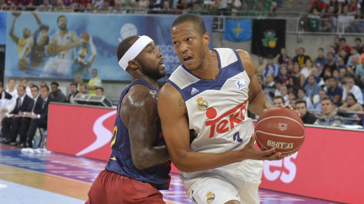 Randolph y Rice, peleando por un balón.