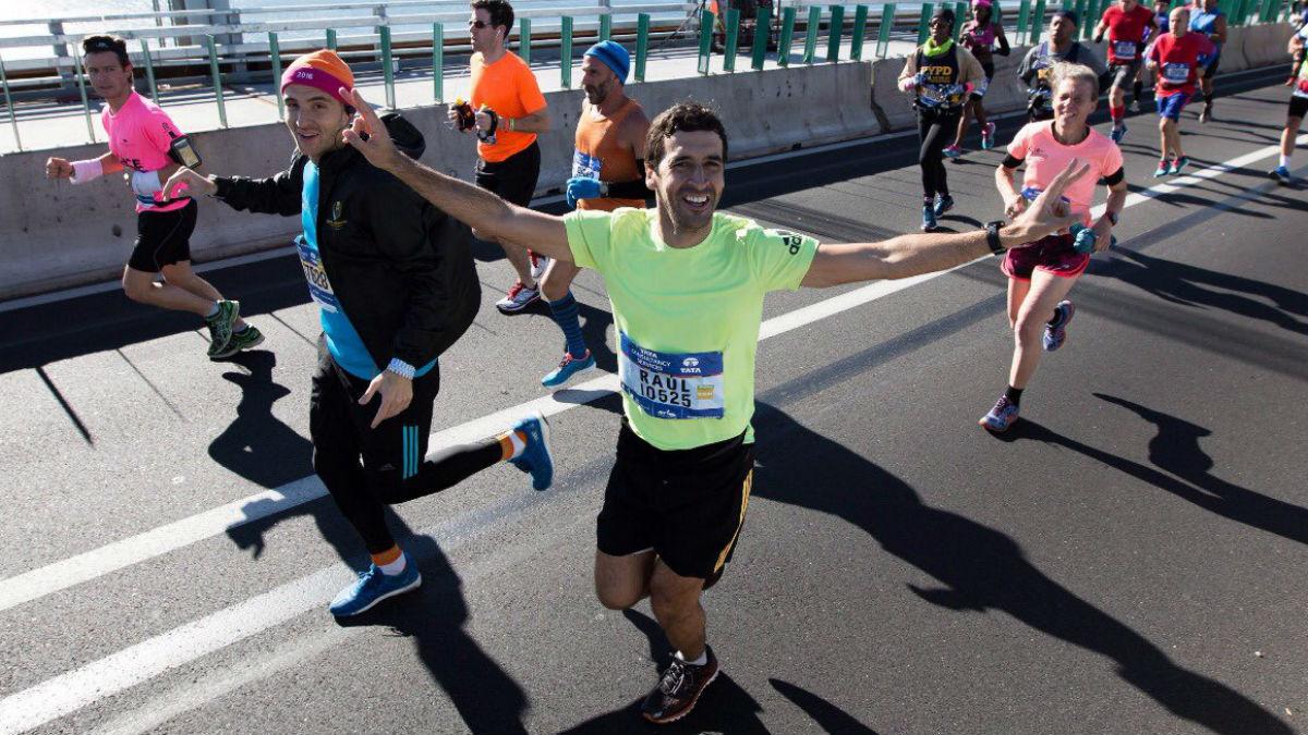Raúl corriendo la maratón de Nueva York.