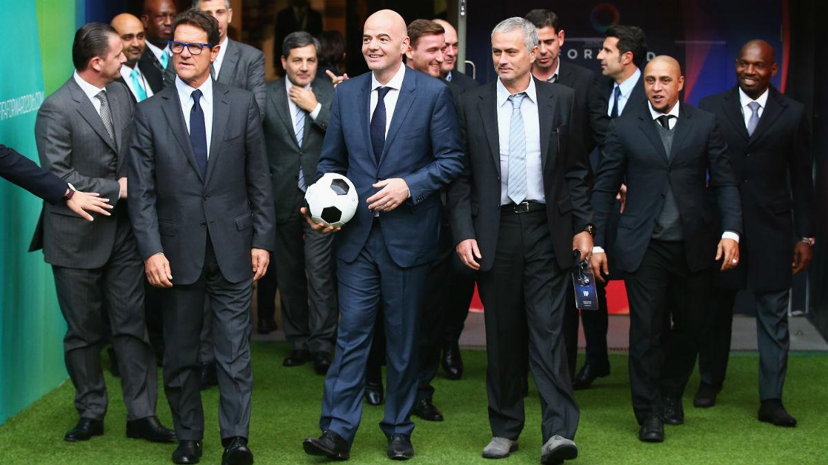 Infantino pasea junto a Mourinho y más entrenadores. (Getty)