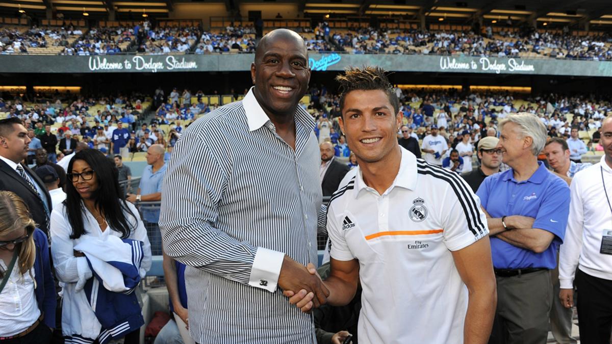Cristiano y Magic Johnson, en un acto de pretemporada del Real Madrid. (Getty)