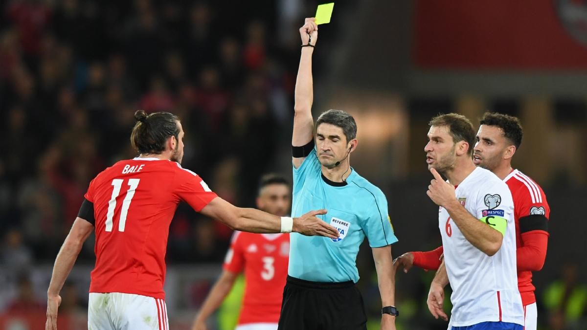 Undiano amonestó a Bale por protestar. (AFP)