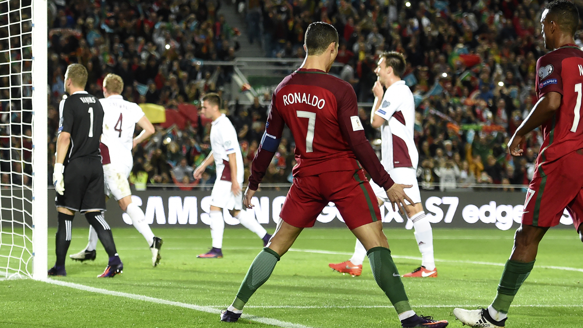 Cristiano Ronaldo, celebrando el gol ante Letonia.