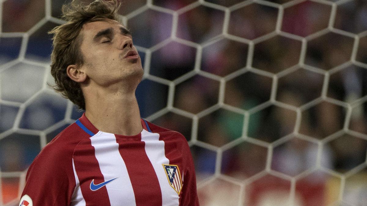 Griezmann se lamenta en una acción con el Atlético de Madrid. (AFP)