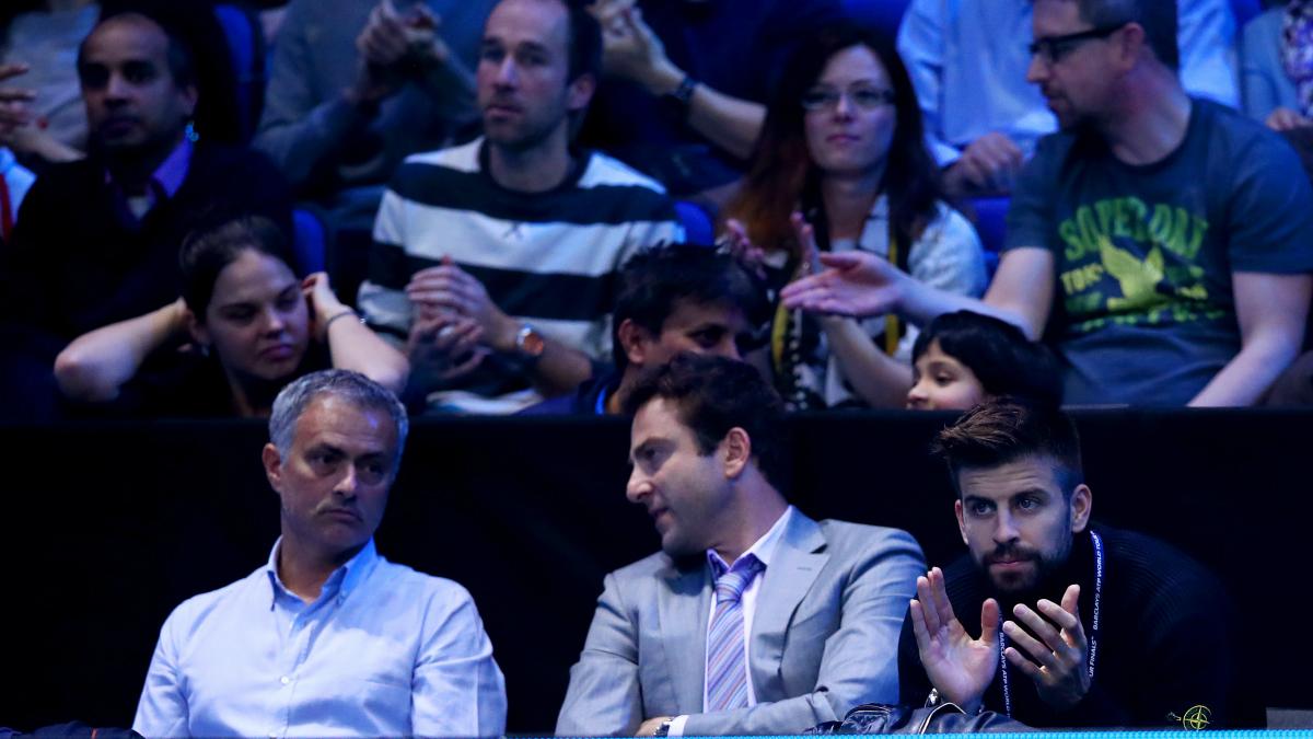 Mourinho y Piqué, en la grada del Masters de Londres. (Getty)