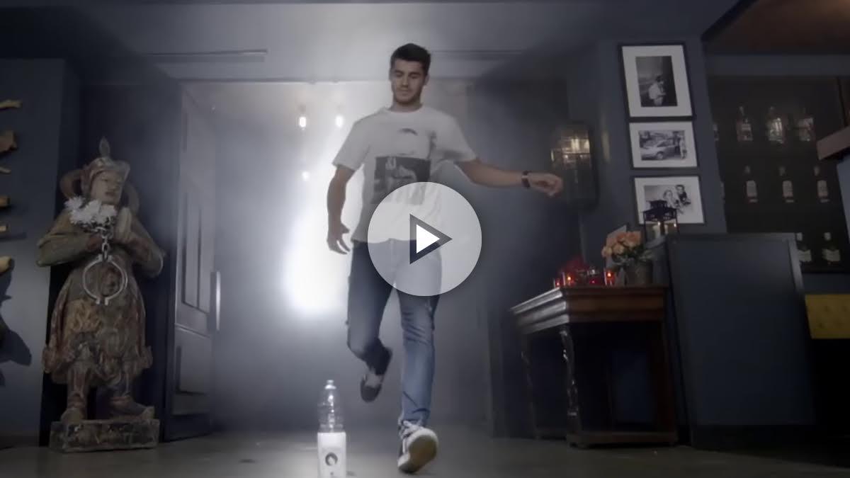Morata aparece en el videoclip de 'Taburete'.