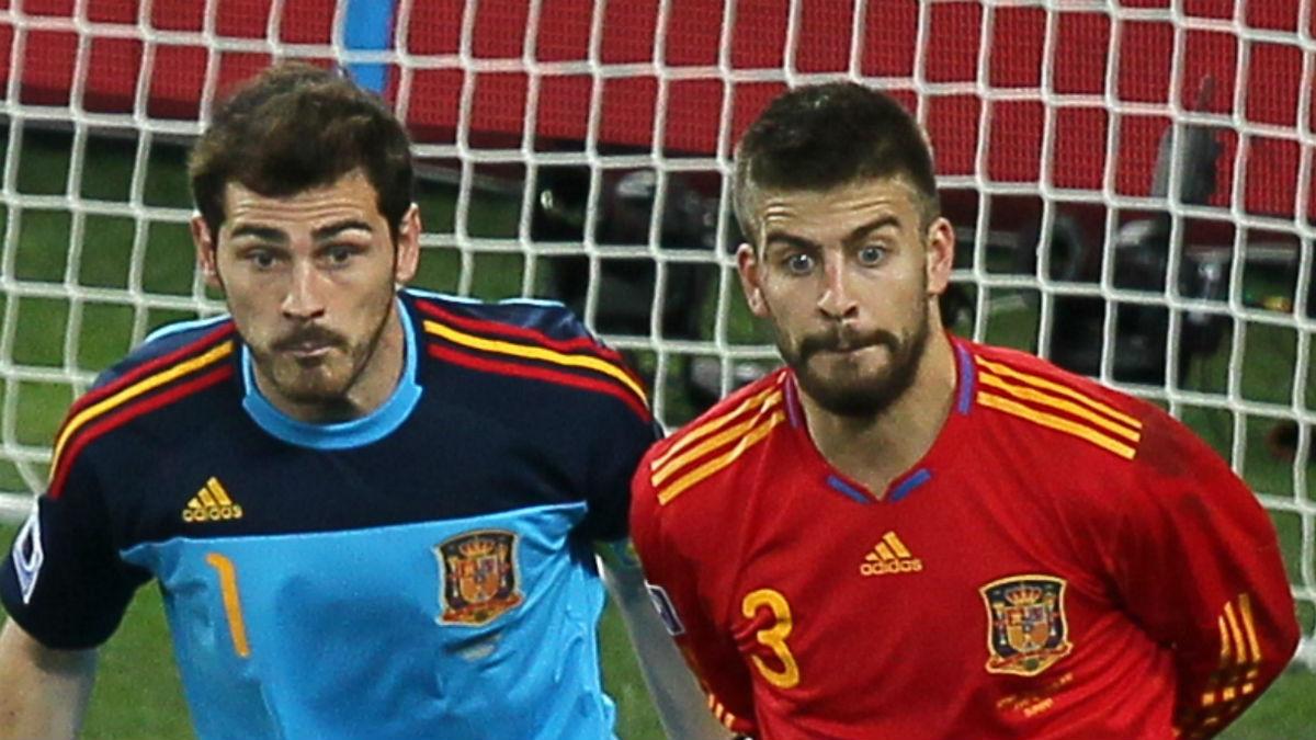 Casillas y Piqué, en un partido con la selección española. (AFP)