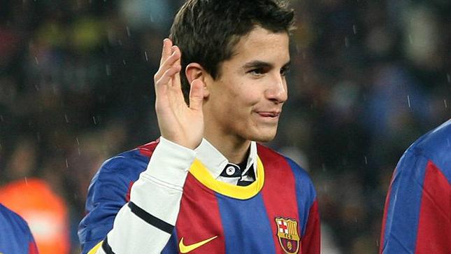Marc Márquez, en el Camp Nou saludando.