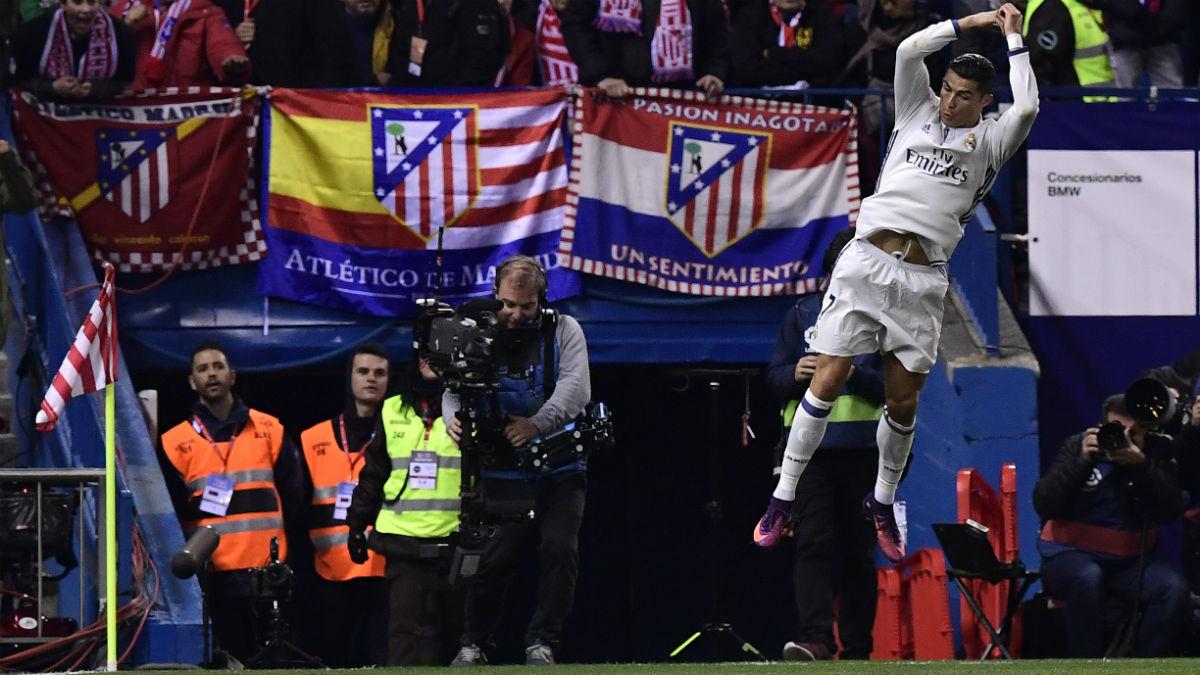 Cristiano Ronaldo celebra el 1-0 en el Calderón. (AFP)