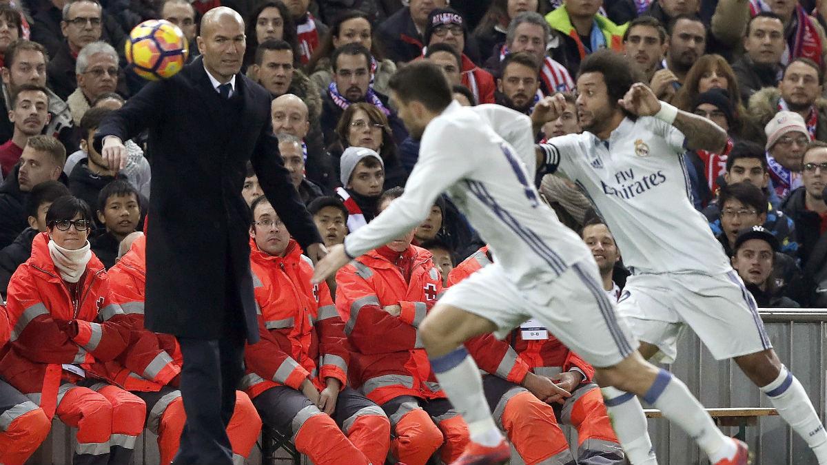 Zinedine Zidane, durante el derbi del Calderón. (EFE)