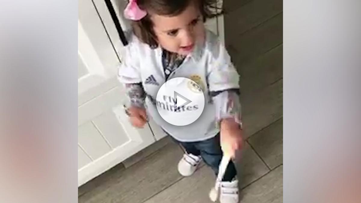La hija de Nacho apoyando a su padre. (Twitter)