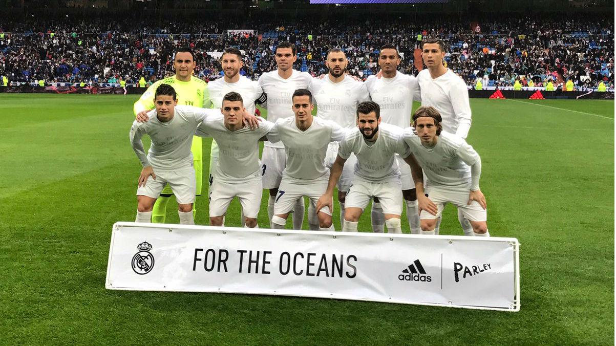 El Real Madrid presentó su camiseta más solidaria para defender a los océanos.