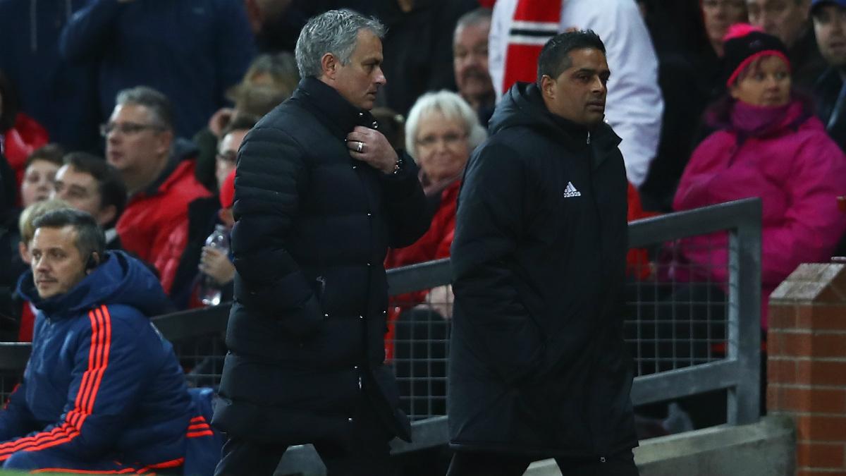 José Mourinho tuvo que ver el partido en la grada tras la expulsión. (Getty)