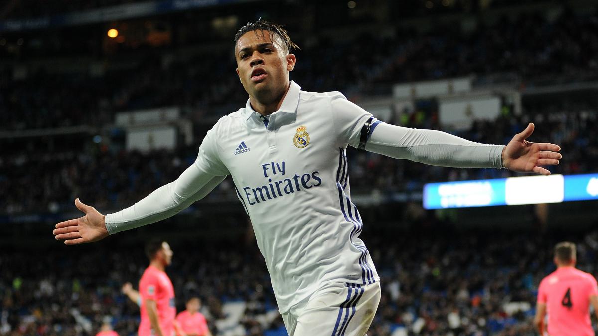 Mariano celebra uno de sus tres goles con el Real Madrid. (Getty)