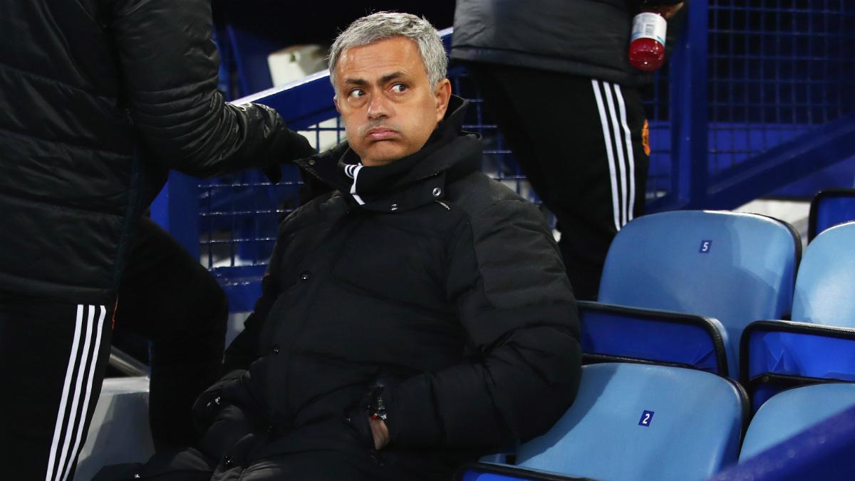 Mourinho no levanta cabeza. (Getty)