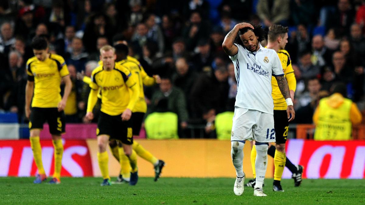 Marcelo se lamenta tras el empate del Dortmund. (Getty)