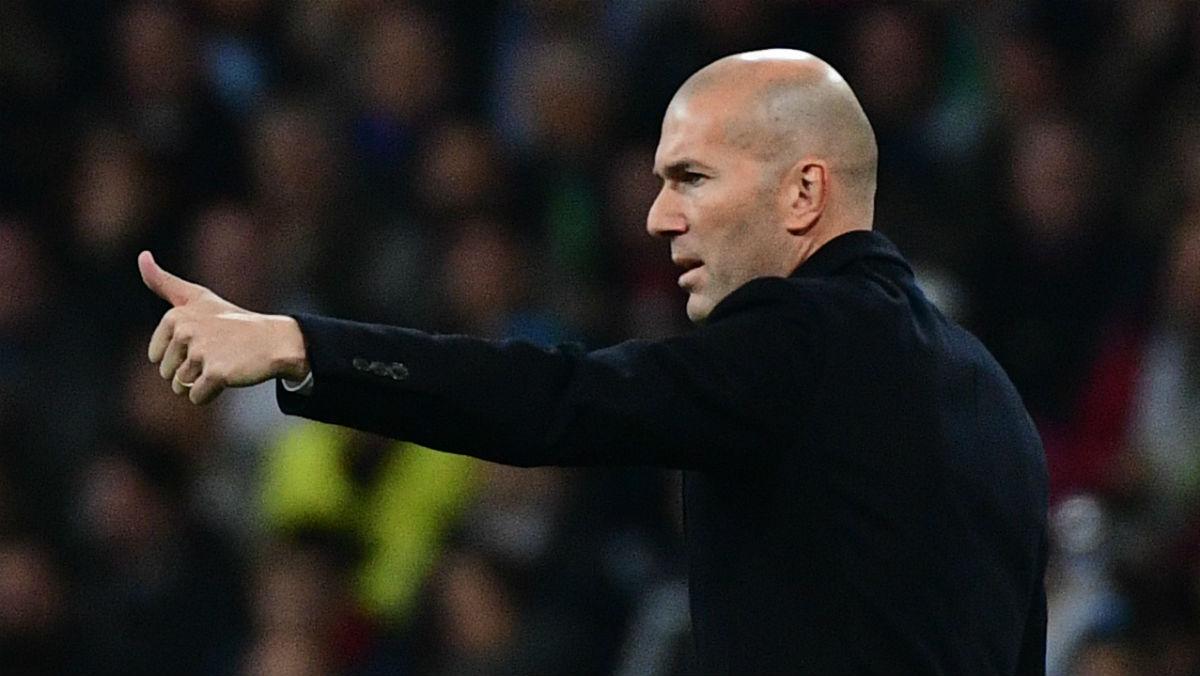 Zidane hace un gesto durante el partido contra el Dortmund. (AFP)