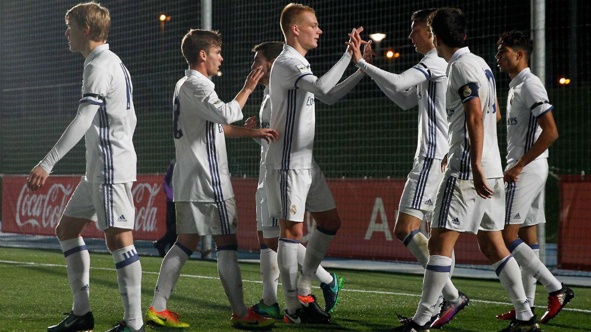 Los jugadores del Castilla celebra un gol en el Di Stéfano. (Realmadrid.com)