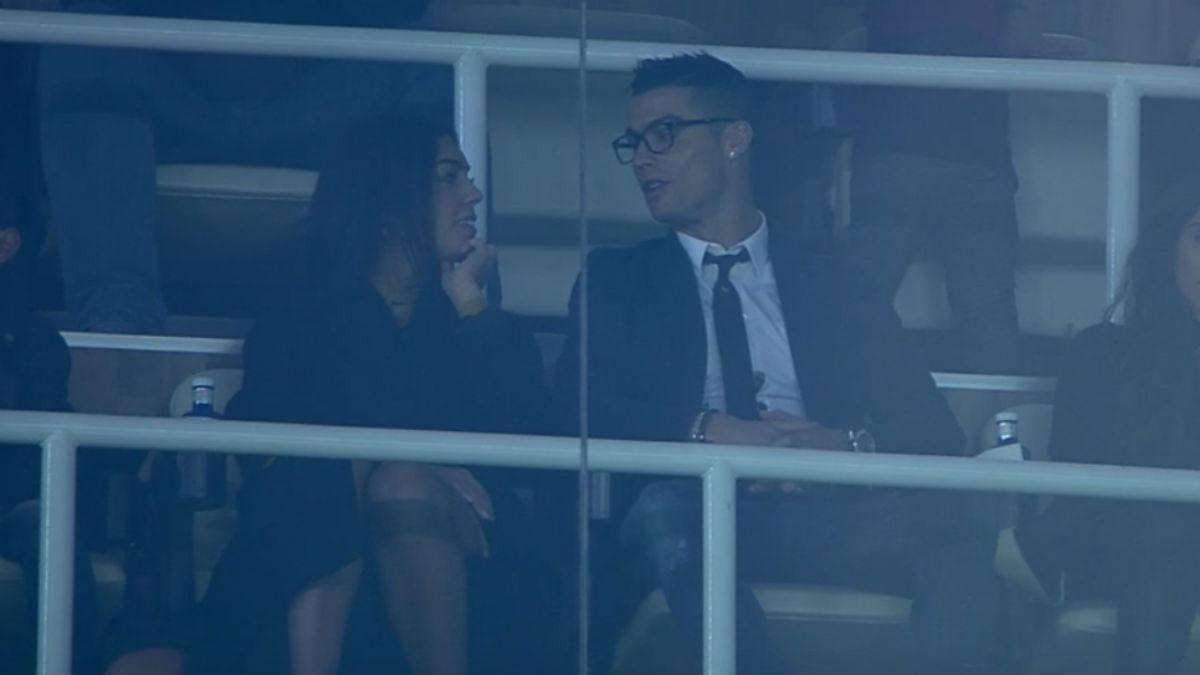 Cristiano Ronaldo y su nueva novia en el palco del jugador.