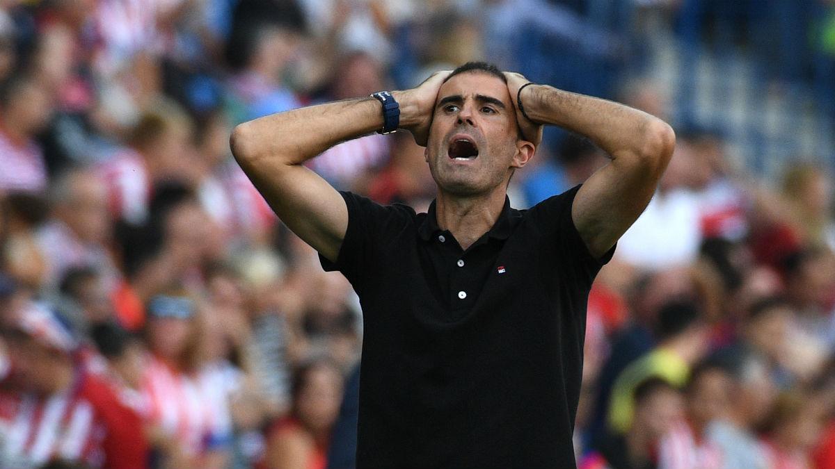 Garitano perdió los papeles después de que el Deportivo perdiese en el descuento. (AFP)