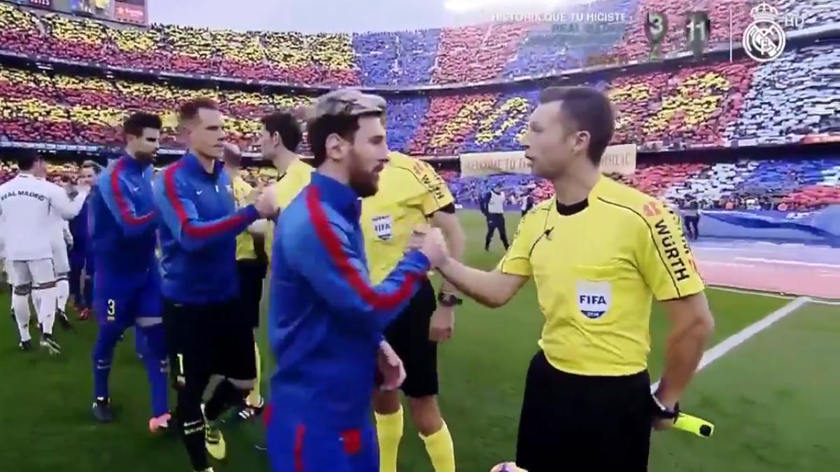 Pau Norbert Cebrián Devis, saludando a Messi antes del Clásico.