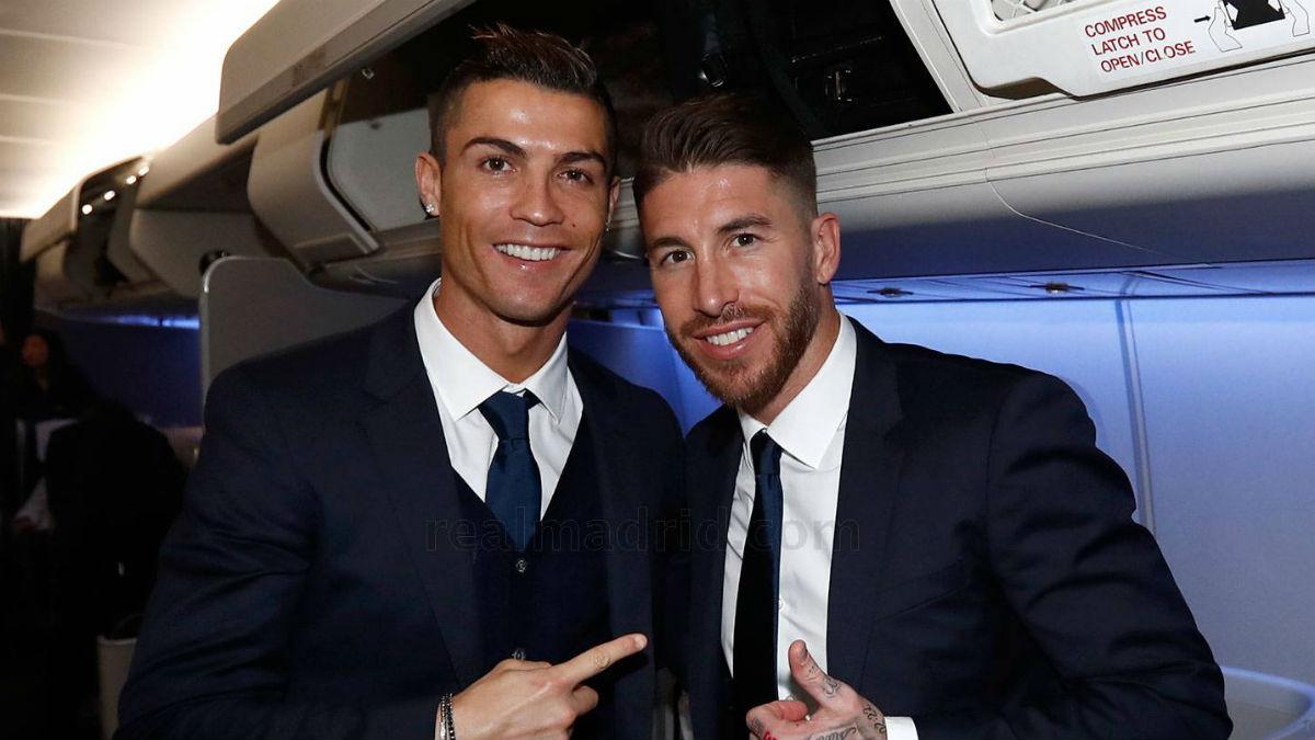 Cristiano Ronaldo y Sergio Ramos, en el vuelo a Japón. (realmadrid.com)