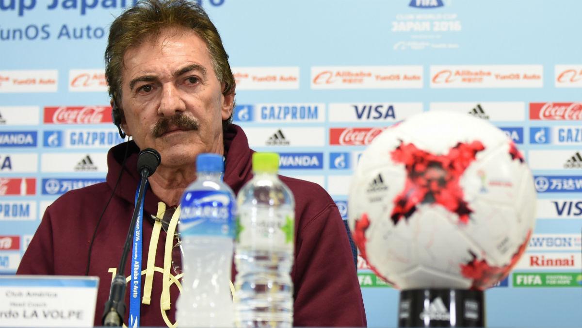 La Volpe, técnico de América, en rueda de prensa. (AFP)
