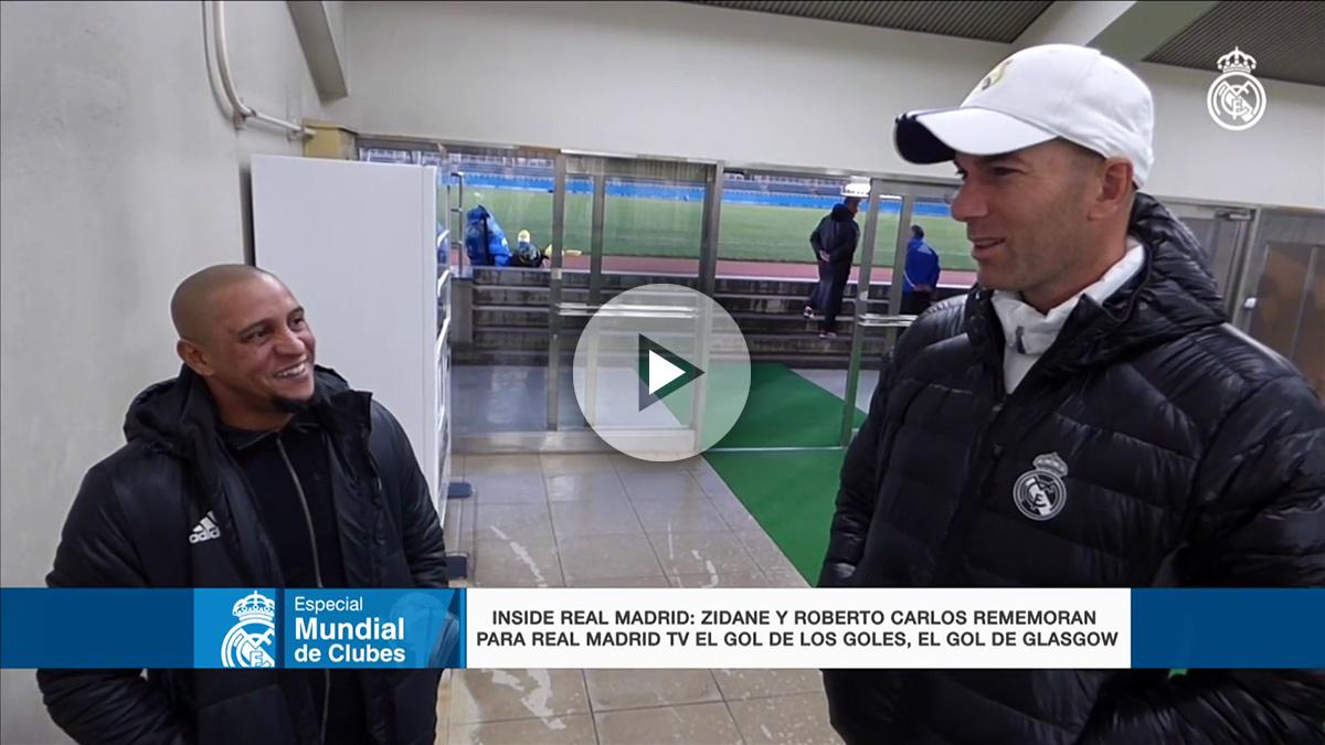 Zidane y Roberto Carlos hablan tras un entrenamiento en el Mundial de Clubes.