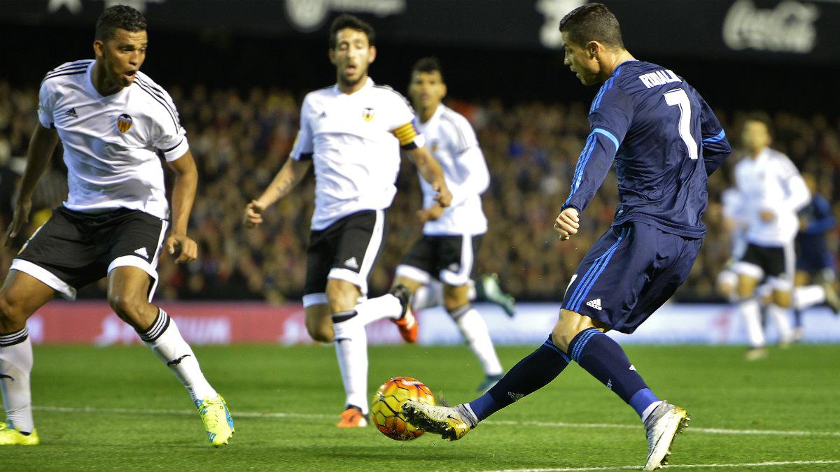 Cristiano durante el Valencia-Real Madrid de la pasada temporada. (AFP)