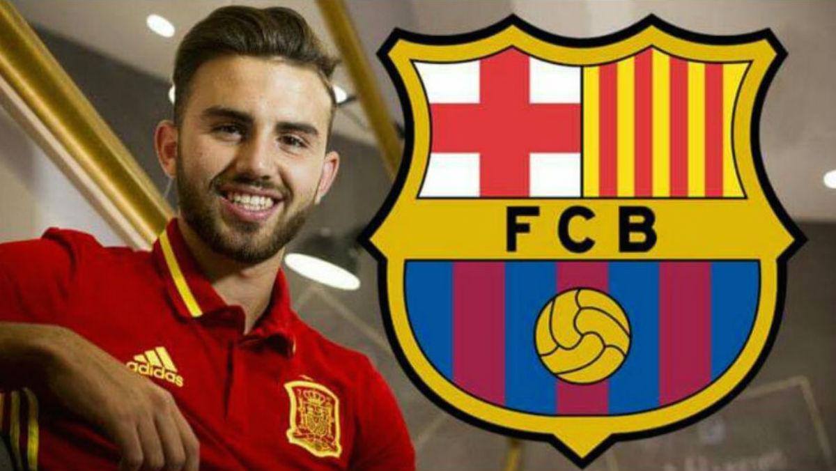 Borja Mayoral junto al escudo del Barcelona. (Facebook)