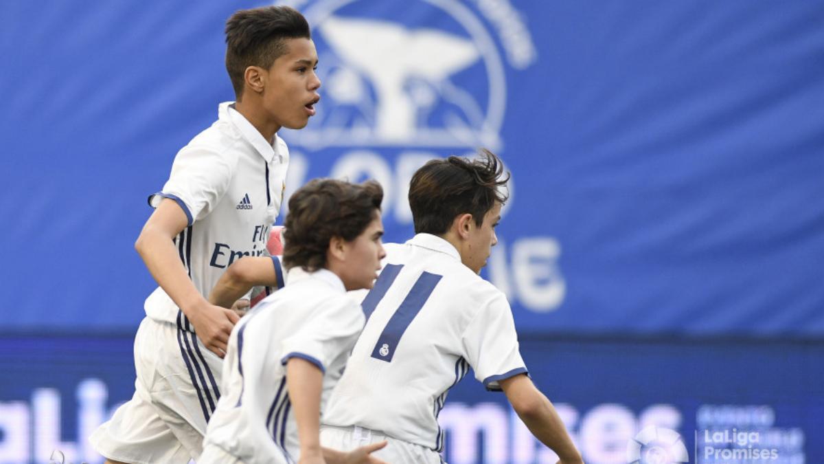 El Infantil B celebra el gol ante el Sevilla. (LaLiga)