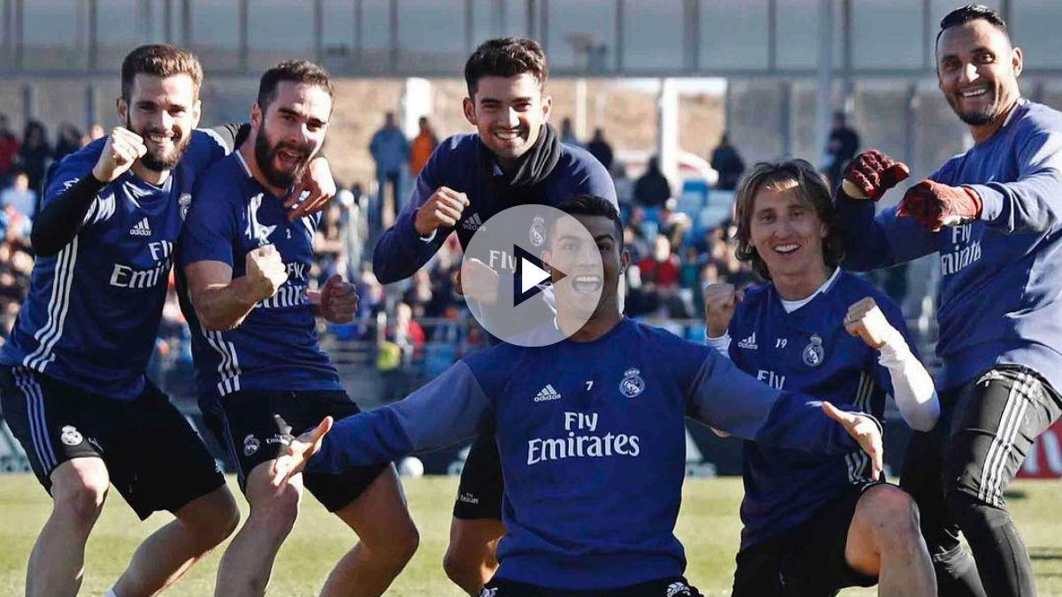 Cristiano celebra la victoria en el entrenamiento con sus compañeros. (Instagram)