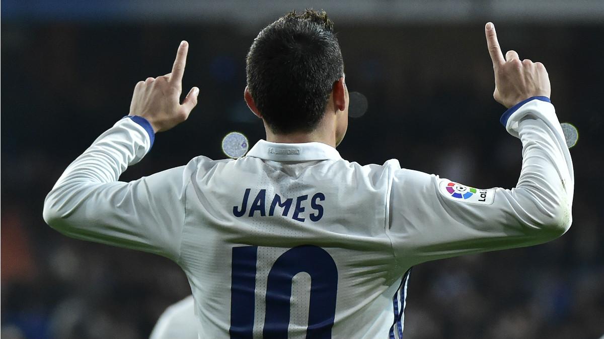 James celebra uno de sus goles ante el Sevilla. (AFP)