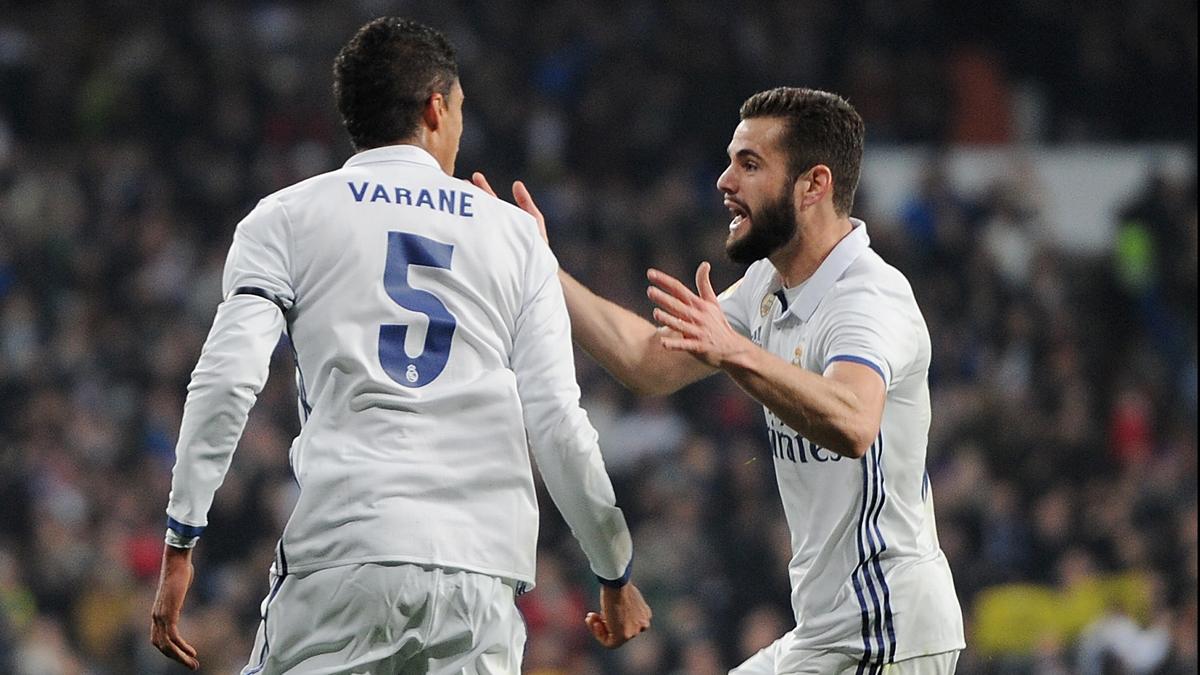 Varane y Nacho, celebrando el gol del francés ante el Sevilla.