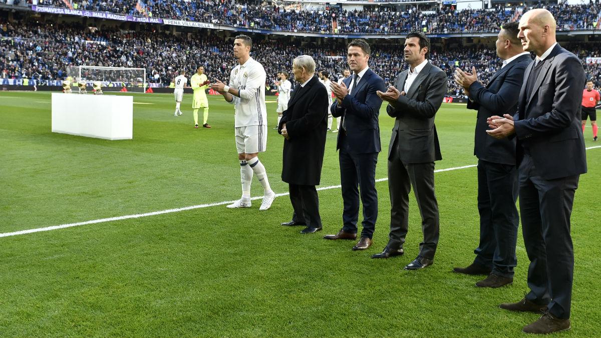 Ronaldo Nazario aplaude junto a otras leyendas del Real Madrid a Cristiano. (AFP)